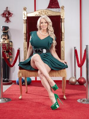 Reality Kings - Big boobed mature bombshell Alura Jenson gets dicked by a little elf