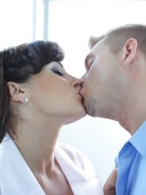 Pure Mature - Mature brunette Lisa Ann sits on guy's face and then on his cock