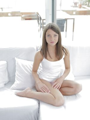 Real Exgirlfriends - Tiny tits girlfriend Foxy Di spreads her legs wide open while masturbating